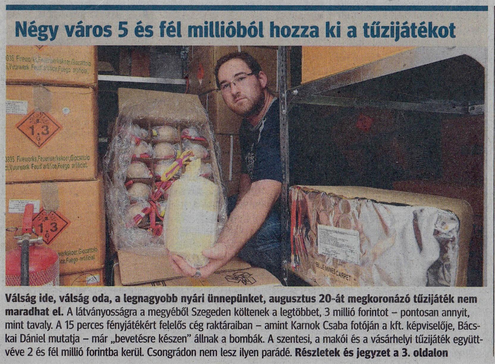 A képen a Pyro Maxx Kft. jelenlegi Ügyvezető Igazgatója (Bácskai Dániel) kezében egy speciális TOURBILLION bombával. (A 2008-as Pyronale-n debütált látványosság)